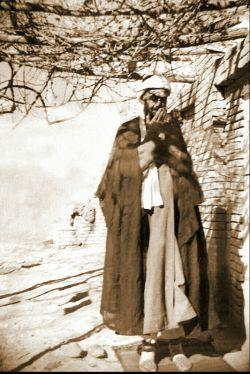 #آیت الله حاج شیخ محمد جواد انصاری همدانی(ره)، استاد اخلاق و عرفان بزرگانی همچون #علامه طهرانی (ره)، مرحوم دولابی (ره)، شهید دستغیب(ره) می باشد