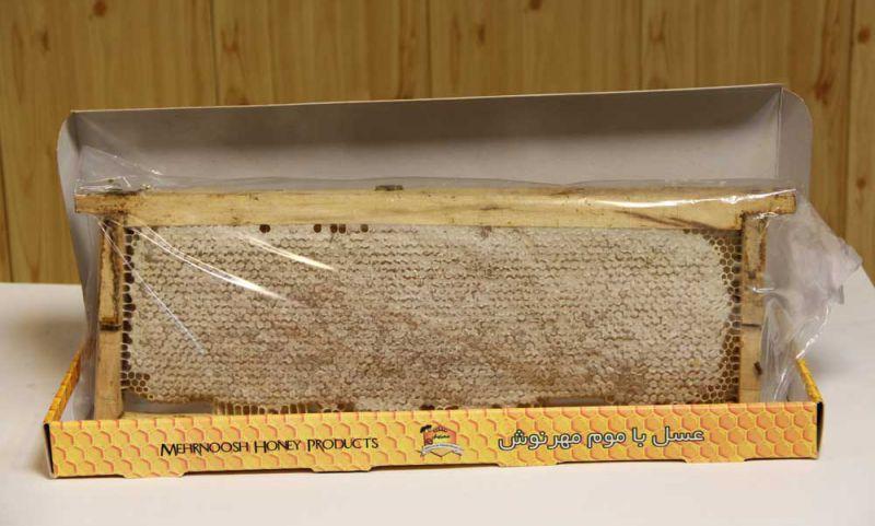عسل با موم چوبی در جعبه های 10 شانی و 12 شانی  وزن تقریبی هر جعبه 21 کیلو  جهت سفارش تماس بگیرید تلفن: 33333684 – 045  فکس: 33335374 – 045 همراه: 09141519559 ایمیل: baghro@gmail.com