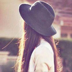 مرا «دختر خانوم» می نامند غروری دارم ، که برای تنها نبودن له نمی شود احساسی دارم ، که بامنطق گدایان نمی سازد قلبی دارم ، که هنوزتیزی خنجر نامردی را نخورده است و زیبایی هایی دارم ، که حراج چشمهای بیگانه نخواهند شد اینگونه است مشق شب های دخترانه من