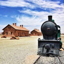 قطار می رود من هم میرم ...او سمت مقصد....من سوی منزل