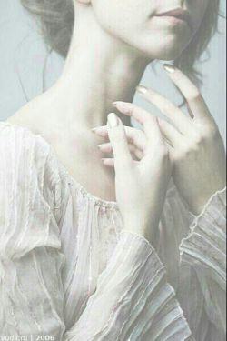 اصلا زن را چه به شعر!؟ زن باید عاشق شود! آنوقت  هر دوستت دارمى که می گوید خودش  شعر محشرى می شود...