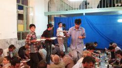 افطاری جوانان روستا در حسینیه ماه مبارک رمضان