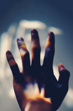 لــــعــنت به تقـــــــــدیــری که در مُشت ات نباشــــد  /  دل داده باشی و کسی پشــــت ات نــــباشد  /  فرقی ندارد زندگی با مَرگ وقتی،   انگشـــــــــتر عشــــقت در انگشتـــت نباشــــــــــــد.     ...