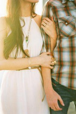 وقتی دو قلب برای یکدیگر بتپد  هیچ فاصله ای دور نیست هیچ زمانی زیاد نیست وهیچ عشق دیگری  نمی تواند آن دو را از هم دور کند محکم ترین برهان عشق ،اعتماد است