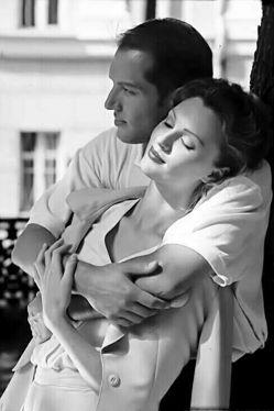 """زیادی"""" دوستت داشتم . . .   میدانی اشتباه از کجاست؟ از تو نیست...   اشتباه از """"من"""" است...   هر جا رنجیدم به رویت نیاوردم """"لبخند"""" زدم   فکر کردی درد ندارد """"محکم تر"""" زدی.."""