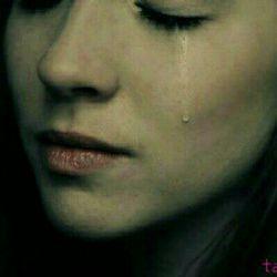هیچ وقت به کسی اعتماد نکن وگرنه  میشی یکی مثل من همیشه همه بهم میگفتن گوش نمیدادم حالا میفهمم چرا میگفتن حالا که  پشیمونی برام فایده نداره گریهههه