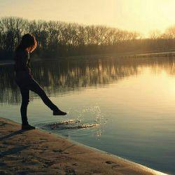 دلم نه عشق میخواهد نه احساسات قشنگ نه ادعاهای بزرگ نه بزرگ های پر مدعا... دلم یک دوست میخواهد که بشود با او حرف زد و بعد پشیمان نشد !!!...