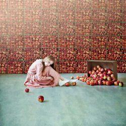 ابـــــلیس منم ایل و تبارم سیب است... تا باغ تویی؛   هر چه بکارم ســـــیب استـــــ  ಠ⌣ಠ