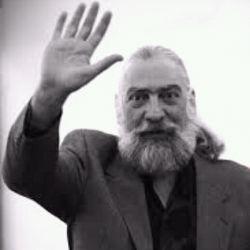 استاد بزرگ سنتور مرحوم پرویز مشکاتیان روحش شاد و یادش گرامی.