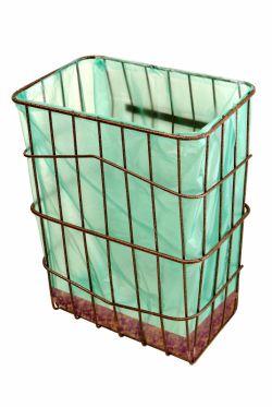"""سطل زباله """" تمیز """" قابل نصب برروی دیوار و بسیار مستحکم و بهداشتی"""