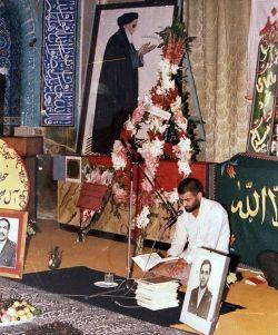 قرآن خوانی شهید بابایی در مراسم یک شهید...