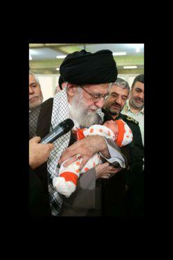 اذان گقتن رهبری در گوش نوزاد یک هاهه