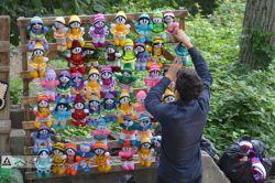 عروسک هایی در راه عابران عروسک گردان !!! / عکس از امین مداحیان (عابر مسلح)
