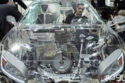 خودرو شفاف ارائهشده توسط شرکت «زد اف» در نمایشگاه خودرو فرانکفورت توجه بسیاری از بازدیدکنندگان را به خود جلب کرده است.