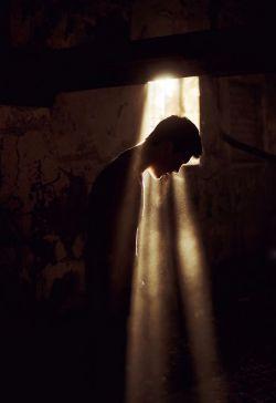 تنهــــا بودن .. یه کابــوس شومــه .. عزیـزم.... کار دل .. نباشــی .. تمومـــه .. عزیــزم...  تو .. تو چشمات ، تو حرفهات ، چی داری ..؟ که داری .. جوونیمو یادم میــاری ...  یه کــاری کن.. از ایـن زخــم کاری، رهــا شم... همین روزا .. میام تا .. تو رو ، داشـتــــه باشم ...    | M. Chavoshi _ Zakhme Zabon |