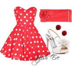 لباسش خیلی قشنگههه