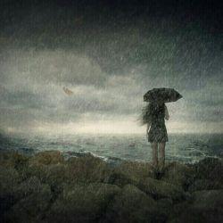 باران باریدومن همچنان درزیرباران تنها،باچتری که همیشه بسته بودقدم زنان رفتم،وای که چه حس خوبی داردکه خیس شوی،بوی نم خاک به مشامت بخوردوتوغرق رویاشوی،دورشوی ازتمام بدی هاوهمانندباران که میشویدهمه چیزرابدی هاراازیادببری،سرزنده شوی،باران،دوباره ببارکه بدجورهوای سرمستی دارم.(Eli).