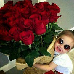 سلام شب دوستان عزیز لنزوری بخیر وشادی وسلامتی این دسته گل زیباتقدیم شما........