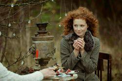 تو مرا به عصر حجر برمی گردانی، به زمانیکه آدم چای را با خنده حوا شیرین می کرد...