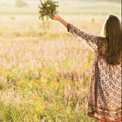 این نوشته رو خیلی دوست دارم  میان آرزوی تو و معجزه خداوند، دیواری است به نام اعتماد. پس اگر دوست داری به آرزویت برسی با تمام وجود به او اعتماد کن. هیچ کودکی نگران وعده بعدی غذایش نیست زیرا به مهربانی مادرش ایمان دارد. ایکاش ایمانی از جنس کودکانه داشته باشیم به خدا...
