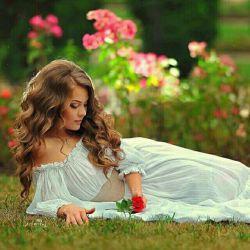 چه می خواهی تو از جانم که جز عشقت نمی دانم چنانم کرده ای عاشق که بی عشق تو ویرانم  میان سجده ام هر شب فقط یک ذکر می خوانم تویی روحم تویی جانم تویی پیدا و پنهانم  تویی سرچشمه ی امید و یأس و درد و درمانم نمی بینی تو دردم را ، ز غم گویی به زندانم  نگر بر قلب بیمارم ، ببین این جسم بی جانم برای دیدن رویت ز هر خوابی گریزانم  گذر کن یک دمی بر من ببین چشمان گریانم بیا سویم چو میدانی تویی سوی دو چشمانم. ؟؟؟؟