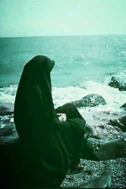 تو رفتی، و من هنوز و همچنان، اینجا،کنارِ این بی وفا آب،کنارِ این سنگِ بزرگِ لعنتی،، نبودنت را شکوه میکنم...برای من آب مایهی حیات است و ممات.......(کامنت)