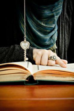 شعر ، تنها دلیلِ تنهایی ست...هر زمان خسته شد دلت ، برگرد ماشه را سمتِ دفترت بچکان،شعر را تا همیشه راحت کن...
