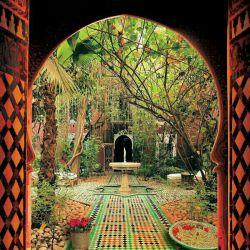 میگن در بهشتو که دق الباب کنی بجای اینکه تق تق تق صدا بده میگه : علی ... علی ... علی :)