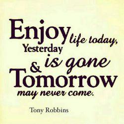 از امروزت لذت ببر دیروز که گذشت فردا هم شاید نیاید اصلا