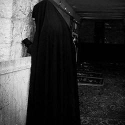 """#چادر من پرده ای است مشکی بر """"کعبه """"وجود زن؛ که مرد را به طواف وامیدارد....  #حجآب#چآدر#کعبه"""