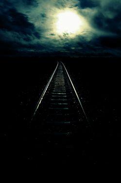 دور است ، خیلی دور است ،  دوری از یک نفر  برام سخت است،