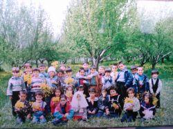 کودکستان (اردوگاه...پشت سر همه لباس زرد منم)