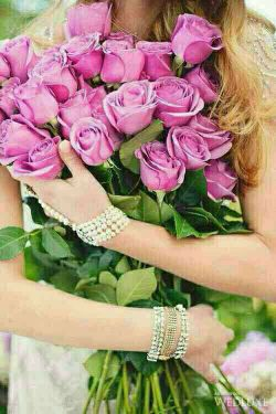 سلام صبح زیبا تون بخیر وشادی وسلامتی وعاقبت بخیر ی سپاسگزارم ازشما دوستان گرامی وعزیزکه به پیچ بنده سرمیزنیدیک دنیا تشکر ازشما دوستان عزیزرودارم......این گلهای زیبا روتقدیم تک تک شما عزیزان می کنم.........