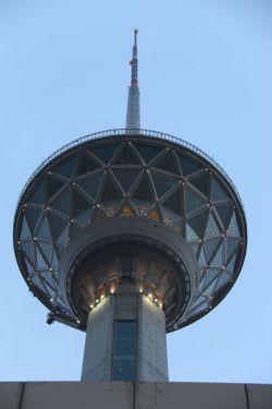 برج میلاد - نمای نزدیک