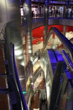 داخل مرکز تجاری برج میلاد