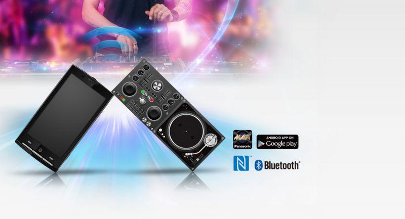 موزیک و آهنگهای دلخواهتان را در مهمانی به کمک گوشی هوشمندتان مدیریت کنید. با استفاده از برنامه MAX Juke پاناسونیک کاربرها قادر به کنترل ضبط هوشمند پاناسونیک خواهند بود. کاربر می تواند با استفاده از گوشی هوشمند خود روشنایی نور و حتی گرافیک اکولایزر ضبط را تنظیم کند و از طرفی لیست پخش آهنگها را مدیریت و برای دوستان پخش کند.
