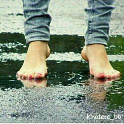 دلم بارون میخواد که می برهنه و بدون چتر راه برم و گریه کنم