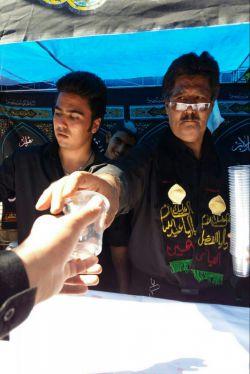 شربت نذری در سیرجان جنب خانه حاج رشید با پسرم فرشاد