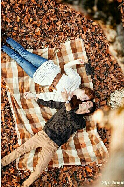 غم پاییز را وقتی دیدم که درختی لانه ی پرنده ای را میان آغوشش گرفته بود و از غم کوچ پرندگان                  برگ                        برگ                           می گریست چه قدر حال این درخت برایم آشنا بود درست مثل خودم                             بعد از رفتنت.