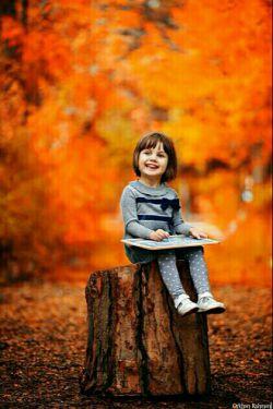 پاییز که بیاید فراز بر برگ خشک با تو قدم خواهم زد و در سکوت عشق صدای ضجهی برگ تنها را با تو خواهم شنید  پاییز که بیاید به آغوش عشق حمایل خواهم نمود آرزو را با تو به سینهی گرم  پاییز که بیاید گام به گام تو عبور خواهم نمود از مسیر بادخیز خزان برای رسیدن به جاودانهی احساس