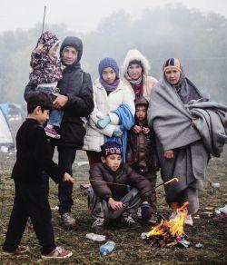 امروز بیاییم وسط دعاهای قنوت نمازمون ، میون حاجاتمون ، یه دعایی هم بکنیم واسه پناهندگان سوری که روز و شبای بسیار سختی رو سپری میکنن ، ان شاالله که به هدفشون و آرامش برسن