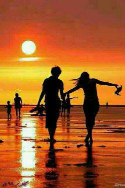 زندگی آرام است ، مثل آرامش یک خواب بلند .  زندگی شیرین است ، مثل شیرینی یک روز قشنگ .   زندگی رویایی است ، مثل رویای یک کودک ناز .   زندگی زیباییست ، مثل زیبایی یک غنچه ی باز .   زندگی تک تک این ساعتهاست ، زندگی چرخش این عقربه هاست   زندگی راز دل مادر من ، زندگی پینه دست پدر است، زندگی مثل زمان درگذر است....