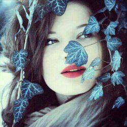 بــیا و معجــزه کن …  آغوشت که باشد  غــروب هــای دلـــگیــرِ پــاییــز هم  دلـچــسب مــی شود  ایــن روزهـا  آرزوی پنهـــانی ام هــمیــن است  یک شـبی  همـــه ی خــودم را  در آغـــوشــت پـــیــدا کـــــنم!