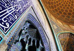 یکی از مصادیق معماری الهی،کثرت به وحدت است که میتوان در معماری مساجد دید...