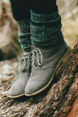 کفش اختراع قشنگی نبود  .وقتی زمین پر از براده های دلهره ام بود...  و تو ساده عبور کردی...  فاطمه_حیدری