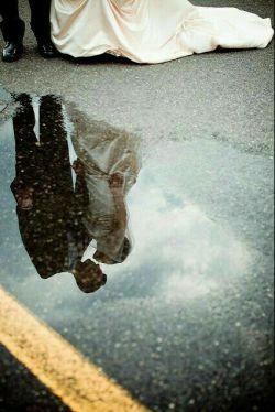 ریشه هایم نخ نما چون پُرز قالى میشود.. بوسه ات در زیر باران به چه عالى میشود...  خواب دیدم دوش درآغوش من خوابیده اى... آدم دیوانه زود حالى به حالى میشود  ..مهدى_خداپرست