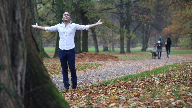 پاییز در تو چه نهفته است؟ چرا با همه خزانت که لرزه بر اندام برگ درختان می اندازد و ناله بلبلان عاشق را محزون میکنی باز هم زیبایی؟