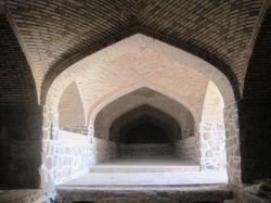 استان قزوین. آوج. بار انداز کاروانسرای عباسی (در دست ترمیم)