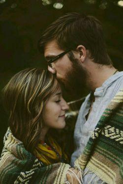 """دلم می خواست ,بین شب ها و روزهایت ,بین دست ها و نفس هایت  ,بین بوس ها و لب هایت ....چنان سرگردان شوم  ,که نفهمم دنیا کدام طرف می چرخد چرا می چرخد..نارنجی..  دلم می خواست بین خندهها و موهات اسم تو را صدا کنم و وقتی گفتی """"جانم"""" جانم را از نبودنت نجات دهم  با یک نگاه..  عباس معروفی"""