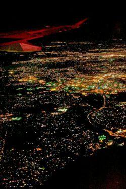 لرزید اگرثانیه ای گوشه ی تهران ....من از تو و چشمت ،همه عمر بلرزم